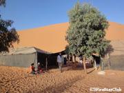 砂漠のど真ん中にあるキャンプ(サハラ砂漠)