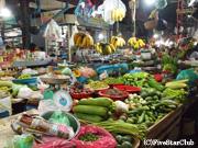 新鮮な野菜や魚が並ぶオールドマーケット