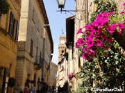 ピエンツァの町/花がきれいに飾られている(オルチャ渓谷)