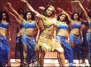 歌と踊りのインド映画を鑑賞する