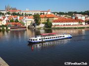 プラハ城と遊覧船