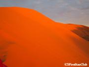 砂漠のど真ん中で日の出鑑賞