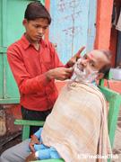 路上の散髪屋さん(ベナレス)