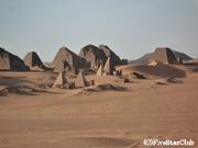 メロエの王族墳墓のピラミッド群