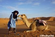 ラクダに乗って砂漠のど真ん中へ!! ベルベル人の服を借りる!!
