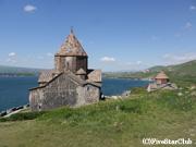 セヴァン修道院とセヴァン湖