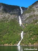 世界遺産のソグネフィヨルドをクルーズ(ノルウェー)