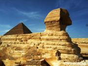 ピラミッドを守るスフィンクス