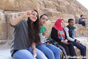 ピラミッドに遊びにきていたエジプト人たち