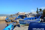 青に統一された漁船