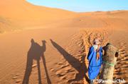 ラクダに乗って砂漠のど真ん中へ