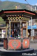 ブータンに唯一ある信号は手旗信号(ティンプー)
