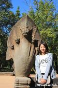 ベンメリア寺院/ナーガ像と記念撮影