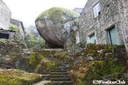 巨岩の村 モンサント