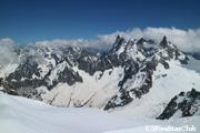 エギーユ・ドゥ・ミディ展望台(標高3,842m)から臨むグランジョラス連峰