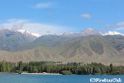 イシク・クル湖とクンゲイ・アラ・トー(チョルポン・アタ)
