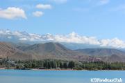 イシク・クル湖とクンゲイ・アラ・トー