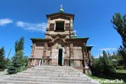 木造建築の聖三位一体教会(カラ・コル)