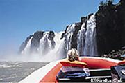 イグアス滝のボートライド。滝を目指してボートで近づく!