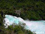 フカ滝 湧き立つ白い泡沫毎秒約200トンの水流