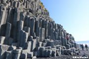 ブラックサンドビーチ(黒砂海岸)/六角形の石柱の山
