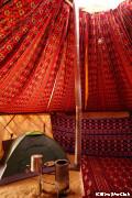 地獄の門近郊でキャンプ 冬季はユルタにテントを設置(ダルヴァサ)