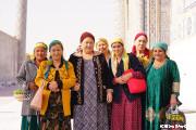 レギスタン広場 シャフリサーブスからきたお婆ちゃんたちと