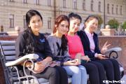 ティムール広場の少女たち(タシケント)