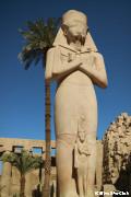 カルナック神殿 ラムセス2世の巨像