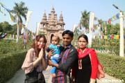 ムールガンダ・クティー寺院 素敵なご家族と一緒に