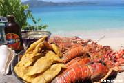 ラバディ村ボート観光 無人島の綺麗なビーチでBBQ