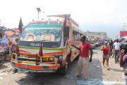 カラフルなバス