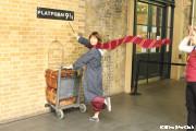 キングスクロス駅の9と3/4番線ホームにて!