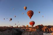 カッパドキアに浮かぶ気球